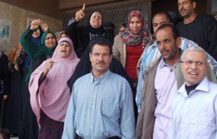 وقفة احتجاجية لعاملات المركز الحضرى أمام مبنى محافظة الأقصر