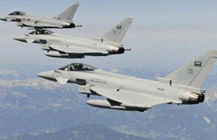"""طائرات """"عاصفة الحزم"""" تقصف مواقع الحوثيين قرب مطار عدن اليمنى"""