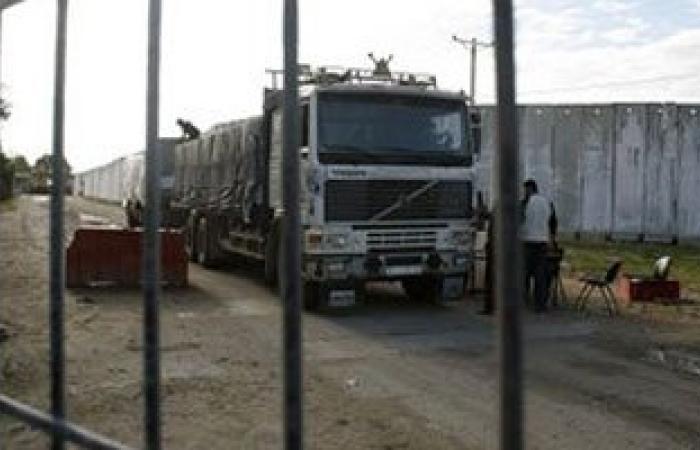 """إدخال 600 شاحنة بضائع ومواد بناء لغزة عبر معبر """"كرم أبو سالم"""""""