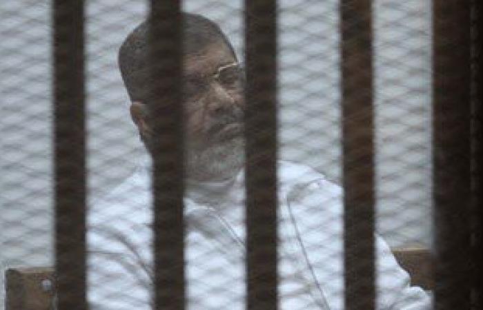 """مستشار المعزول يطالب """"مرسى"""" بوضع """"ساق فوق ساق"""" أثناء النطق بالحكم غدا"""