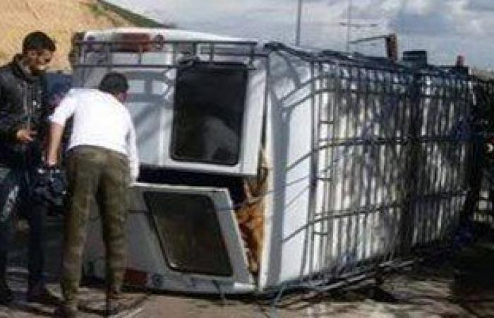 مصرع وإصابة 15 فى انقلاب سيارة بمخر السيول بقنا