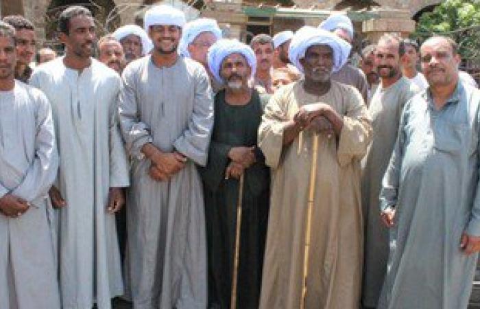 تجمهر الفلاحين أمام جمعية زراعية فى نجع حمادى للمطالبة بصرف السماد