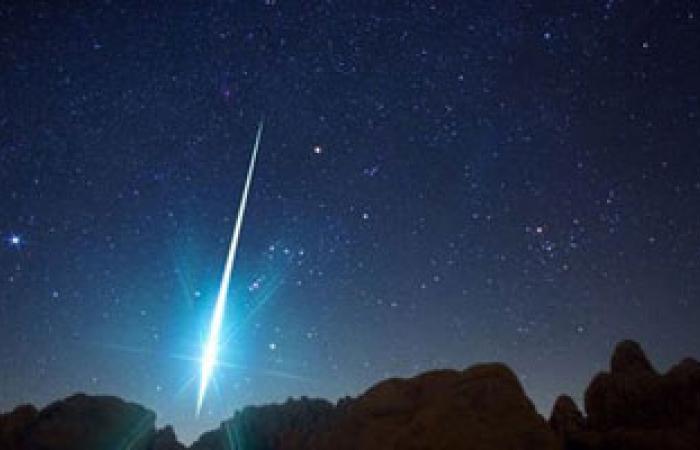 """العلوم الفلكية تعلن رؤية المصريين لتساقط شهب """"القيثارة"""" على الأرض غدًا"""