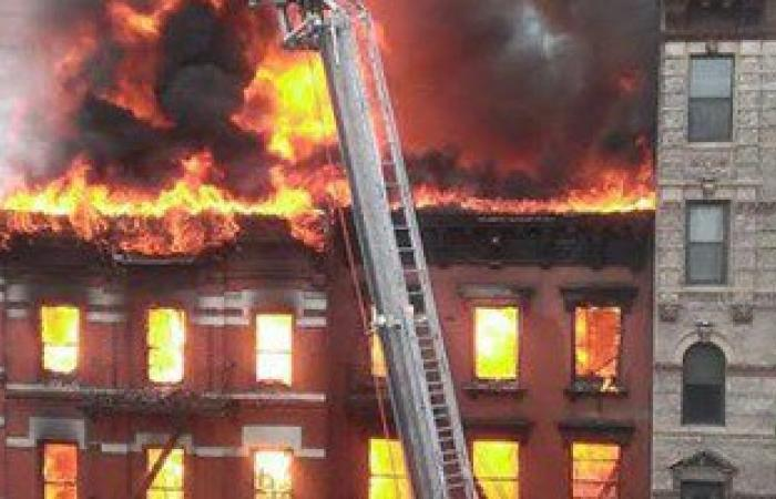 اشتعال النيران بعقار فى روض الفرج وجهود مكثفة للسيطرة على الحريق