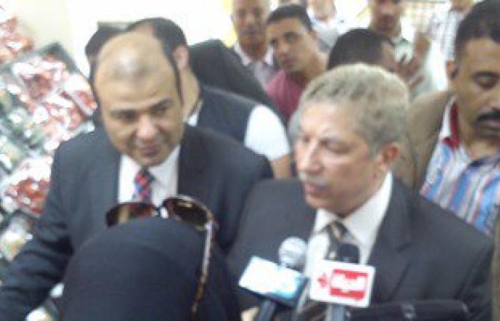 وزير التموين يفتتح منفذ بيع سلع بأسعار مخفضة فى الإسماعيلية