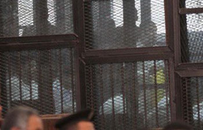 """وصول المتهمين بـ""""اقتحام قسم حلوان"""" المحكمة لحضور جلسة محاكمتهم بالقضية"""