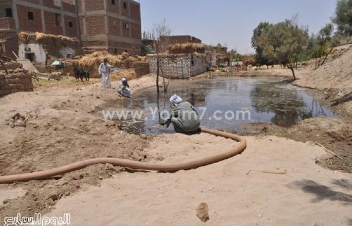 المياه الجوفية تحاصر منازل عزبة صالح بإسنا بسبب ارتفاع منسوب مياه النيل