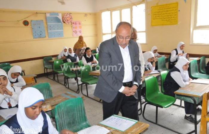 محافظ أسوان يتفقد لجان امتحانات الشهادة الإعدادية فى يومها الأول