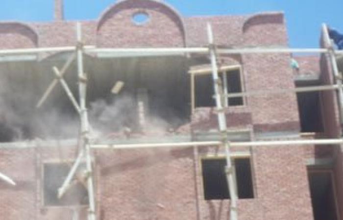 حى بولاق الدكرور يحرر محضرًا ضد مقاول ألقى مخلفات البناء بالطريق العام