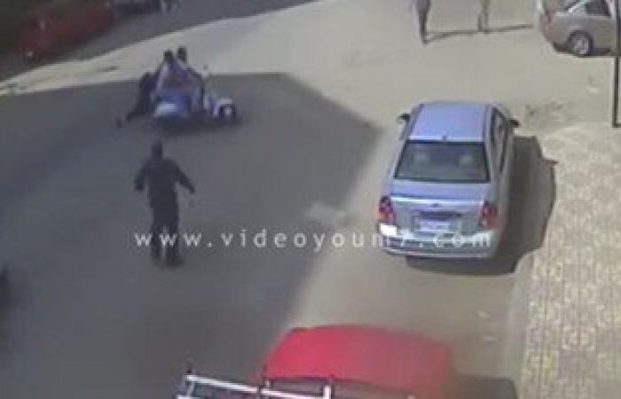 بالفيديو.. سحل فتاة بشوارع المنصورة بعد سرقة تليفونها