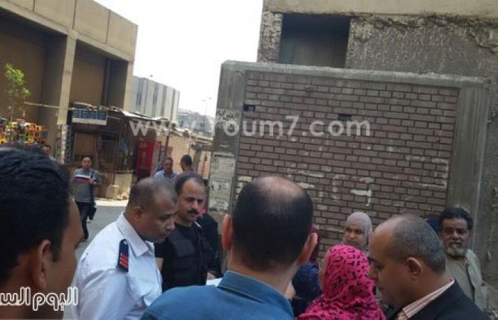 بالصور..شرطة النقل تشن حملة لإزالة مواقف السيارات والباعة الجائلين بمحطة المظلات