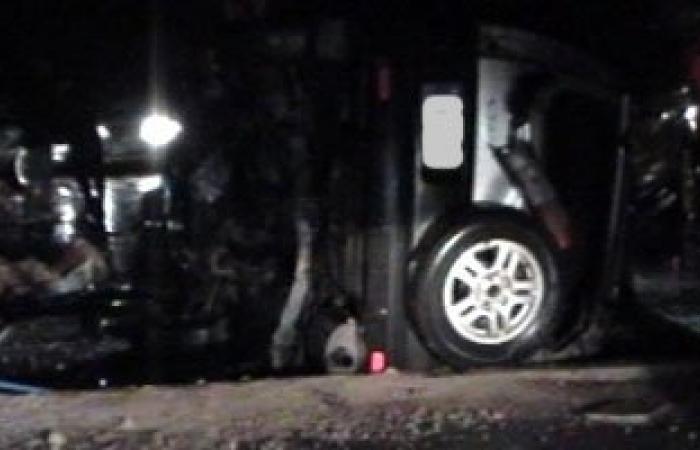 إصابة 12 شخصا بينهم 3 فى حالة خطرة إثر انقلاب سيارة بطريق سفاجا