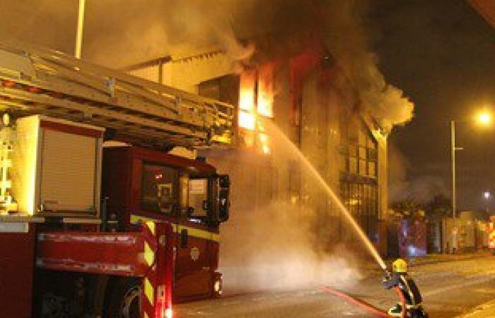 انتداب المعمل الجنائى لبيان سبب حريق فرع شركة موبينيل بالمعصرة
