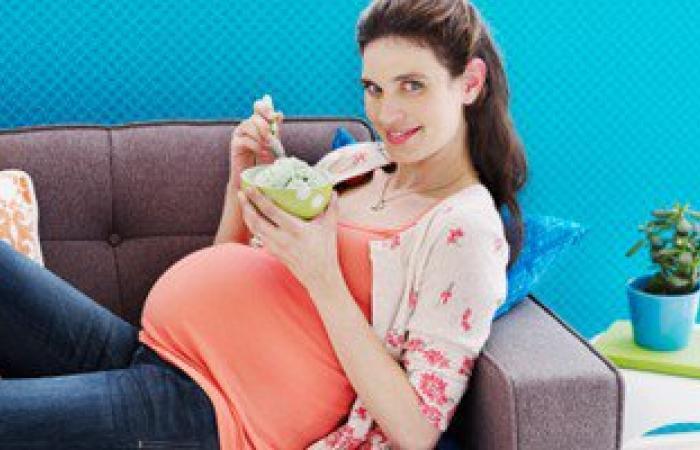 """دراسة: """"لايف ستايل"""" الأمهات قد يؤثر على وزن الطفل فيما بعد"""