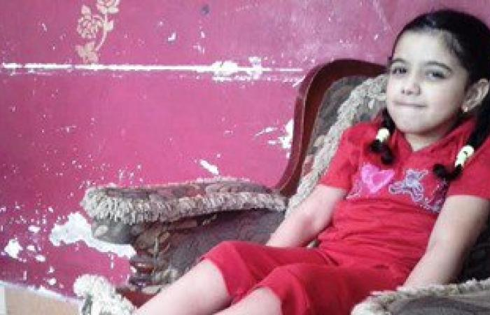 """""""سلمى"""" طفلة سيناوية تحلم بالسير على قدميها بالعلاج فى الخارج"""