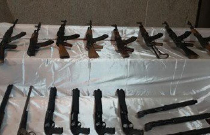 ضبط 9 قطع سلاح بدون ترخيص و8 هاربين من قضايا جنائية فى المنيا
