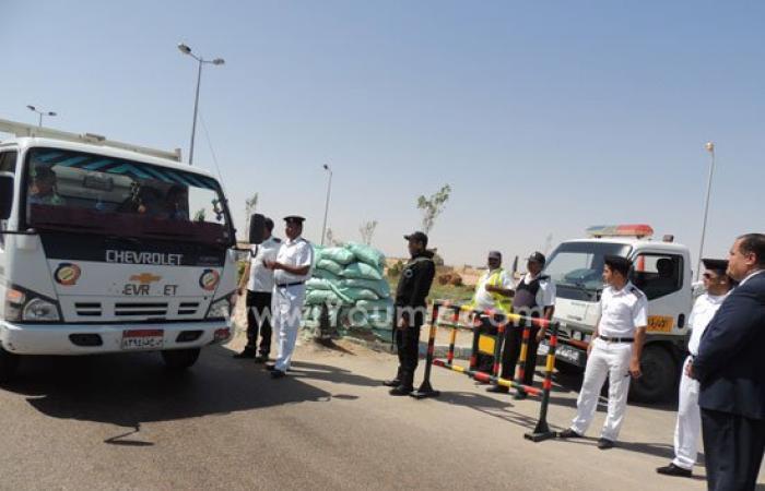 بالصور.. مدير أمن مطروح يشرف على حملة مرورية ويتفقد الأكمنة والحراسات
