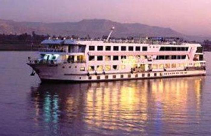 محافظ سوهاج يوافق على وقوف باخرتين سياحيتين على كورنيش النيل