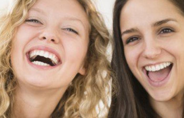 الضحك الهستيرى دون سبب والزعل من أقل كلمة.. دليل على مشكلة عاطفية