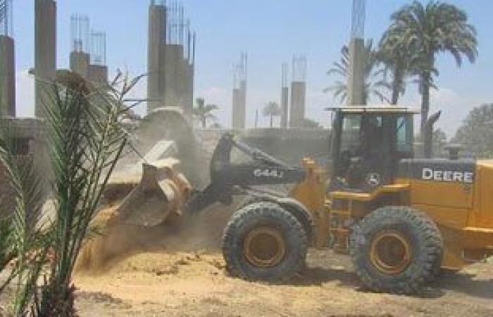 إزالة تعديات على أرض زراعية مساحتها 200 متر مربع بمركز دمياط