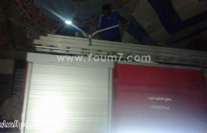 بالصور.. حريق يلتهم محلين تجاريين فى السوق التجارى بالقنطرة غرب