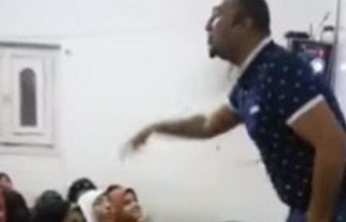 بالفيديو.. مدرس جديد يعلم طالبات الثانوية العامة بالأغانى والـ«D.J»