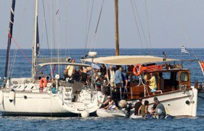 البحرية الإسرائيلية تحاصر أسطول الحرية على مشارف غزة.. ومطالب بتدخل السويد