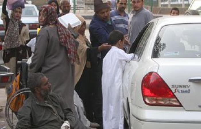 متسولون يبتزون المواطنين داخل نفق مشاة شبرا نهارا وينامون به ليلا