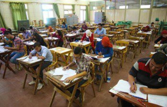 """طلاب الثانوية الأزهرية """"أدبى"""" ينهون امتحاناتهم بـ""""التوحيد"""" والمستوى الرفيع"""