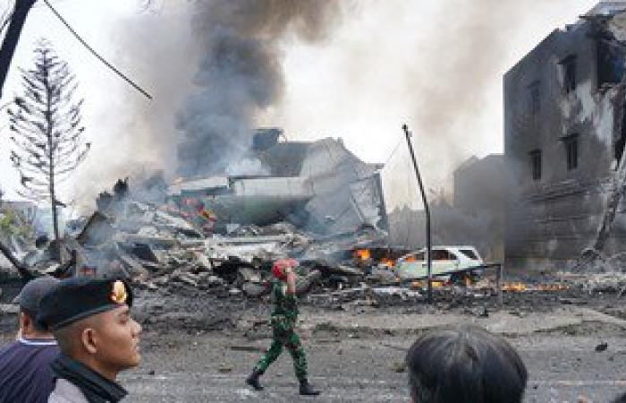 مقتل 30 شخصا فى تحطم طائرة عسكرية إندونيسية شمال سومطرة