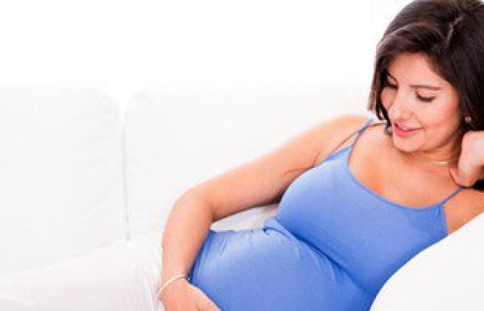 للحامل.. 8 نصائح لحمايتك من المضاعفات أهمها ماتناميش على بطنك