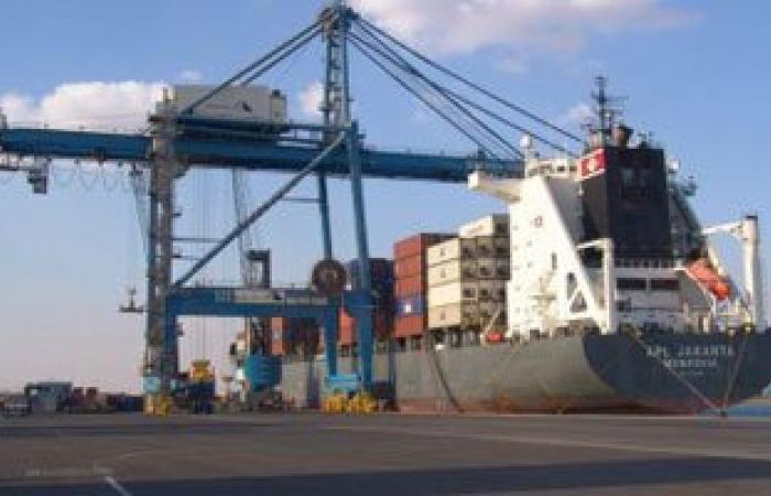 وصول 608 أطنان معدات ومهمات إلى ميناء الأدبية