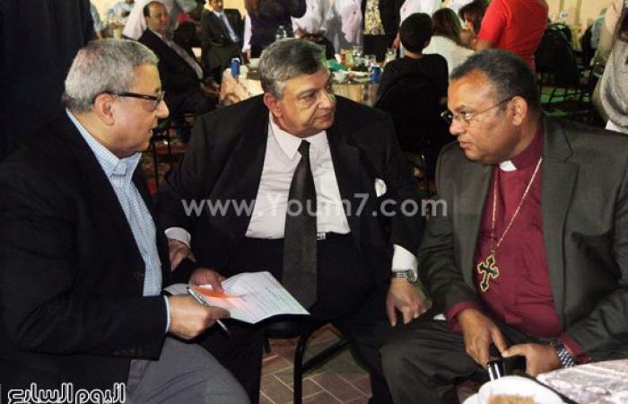 بالصور..شيوخ يصلون المغرب بالكنيسة الإنجيلية بمدينة نصر بإفطار المحبة