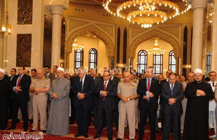 ننشر صور الرئيس السيسى وقيادات الدولة خلال أداء صلاة العيد