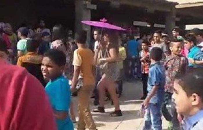 بالفيديو.. أمين شرطة يتصدى لمحاولة التحرش بفتاة أجنبية بالأهرامات