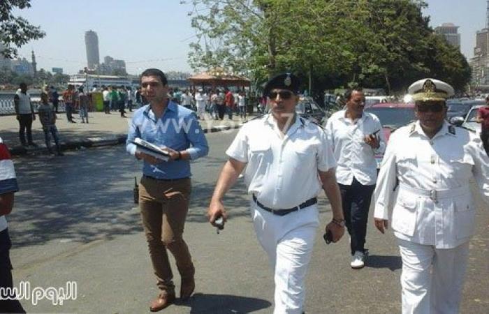 بالصور.. أمن القاهرة يشن حملة بكورنيش النيل لإزالة إشغالات الباعة الجائلين