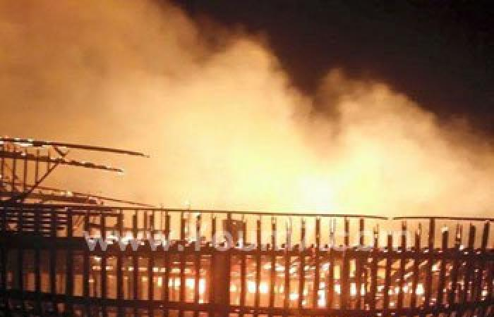 حريق هائل فى مراكب على شواطئ سفاجا وتفحم مركبين