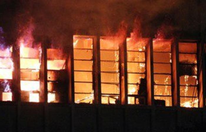 """""""الحماية المدنية"""" تواصل جهودها للسيطرة نهائيا على حريق سنترال العتبة"""