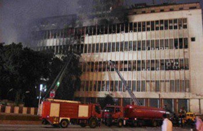 انبعاث أدخنة كثيفة من الجزء العلوى بمبنى سنترال العتبة المحترق