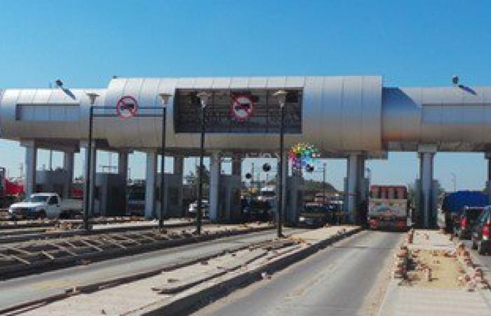 إعادة حركة المرو بطريق الإسكندرية السريع بعد توقفها لانقلاب سيارة ببنها