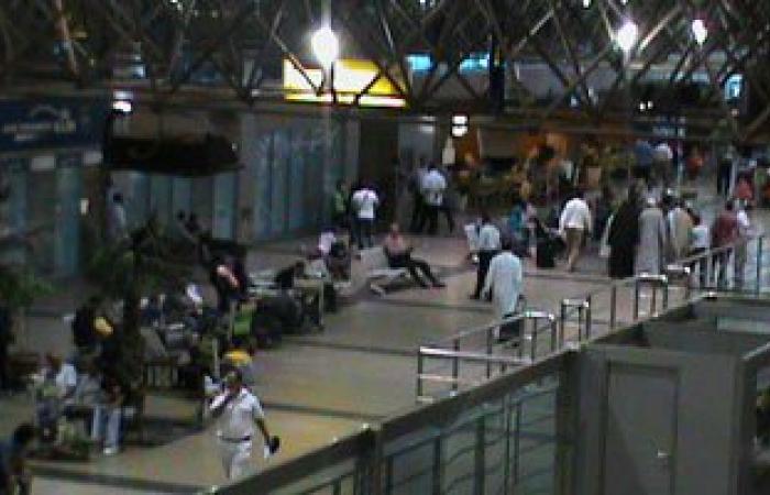 إصابة عدد من الركاب بمهبط مطار القاهرة بعد اصطدام أتوبيس بعمود إنارة