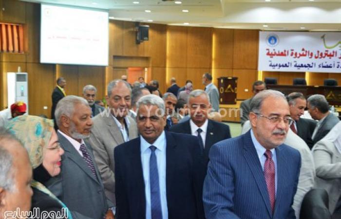 """بالصور.. وزير البترول ومحافظ السويس يشاركان باجتماع""""عمومية""""شركات البترول"""