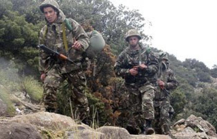 الجيش الجزائرى يدمر مخبأ أسلحة غرب البلاد