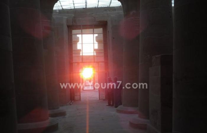 بالصور..لحظة تعامد الشمس على قدس الأقداس فى معبد هيبس بالوادى الجديد