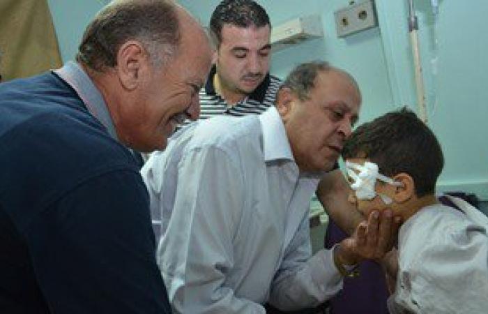 محافظ بنى سويف يصرف مساعدة مالية لأسرة طفل حادثة الفشن