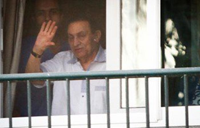 حفيد مبارك الجديد يصل القاهرة بصحبة والدته قادمين من لندن