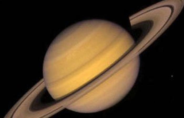 """""""البحوث الفلكية"""": كوكب زحل يقترن مع هلال """"محرم"""" فجر غد"""