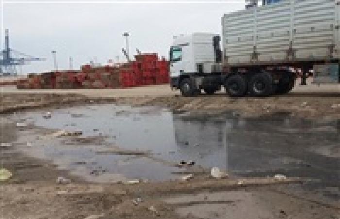 برك مياه الأمطار بجوار شون الغلال فى ميناء دمياط
