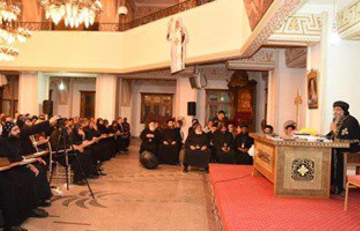 بالصور.. البابا تواضروس يلتقى بطلاب الكلية الإكليريكية بالإسكندرية