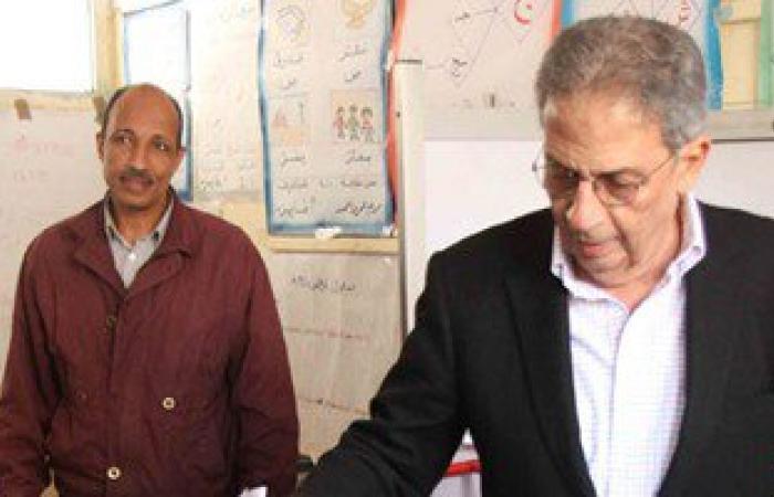 عمرو موسى يُدلى بصوته فى الانتخابات البرلمانية بمدرسة القطامية